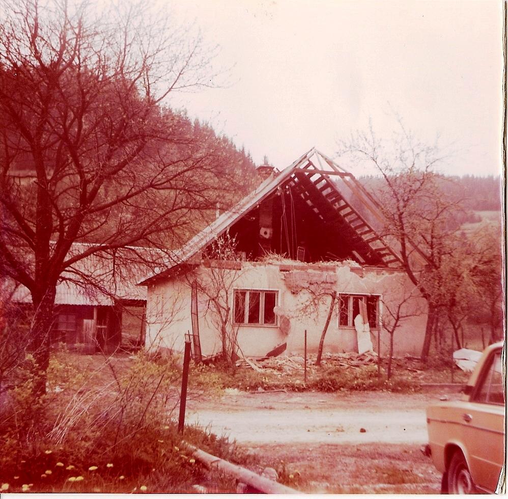 Súčasný názov Dolné Lovčice je datovaný od r Obec leží na východnom okraji Trnavskej pahorkatiny.